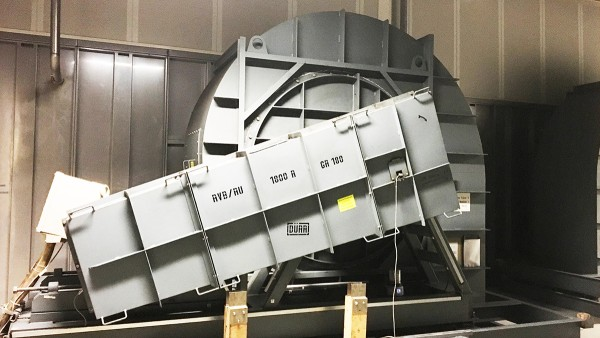Belt-driven radial fans in the waste air section of the painting facility