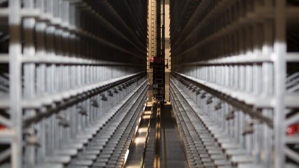 Los accionamientos de transporte y elevación se monitorizan continuamente con dispositivos SmartCheck.